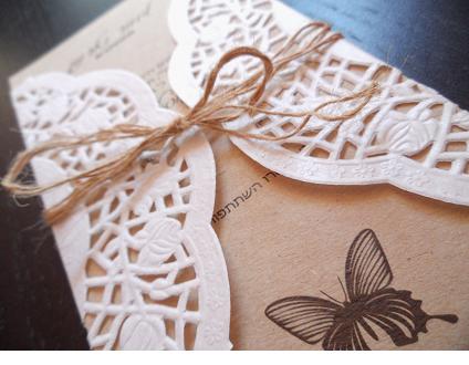 הזמנות לחתונה עם מפית תחרה