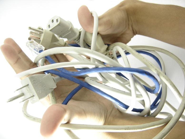 דע את חוטיך: המדריך המקוצר לכבלי המחשב והטלפון הנייד