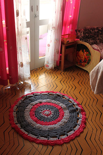 שטיח עגול מחוטי טריקו
